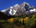 bigstockphoto_maroon_bells_no_clouds_horizo_442557_small